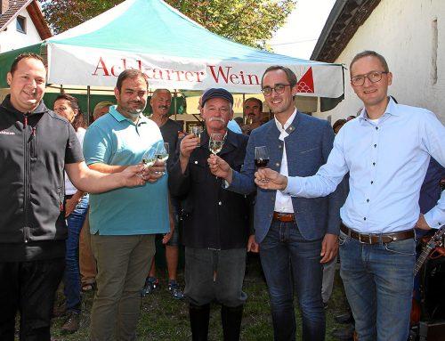 Nach alter Tradition wurde aus der Traube Wein gemacht